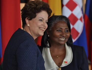 الرئيسة ديلما روسيف مع سفير غينيا بيساو، يوجينيا بيريرا سالدانها أروجو، 2011. الصورة جيرمانو كوريه/ نشرة وزارة العلاقات الخارجية على فليكر (تحت رخصة المشاع الإبداعي)