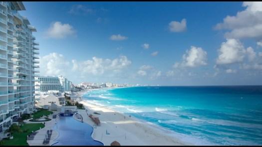 Playa dentro de zona hotelera