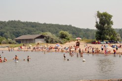 Fair Haven Beach State Park (Finger Lakes Region): This gem on Lake Ontario boasts towering shoreline bluffs, two sandy beaches and adjoining hilly woodlands and offers diving boards and boat rentals, including row boats, paddle boats, canoes and kayaks.