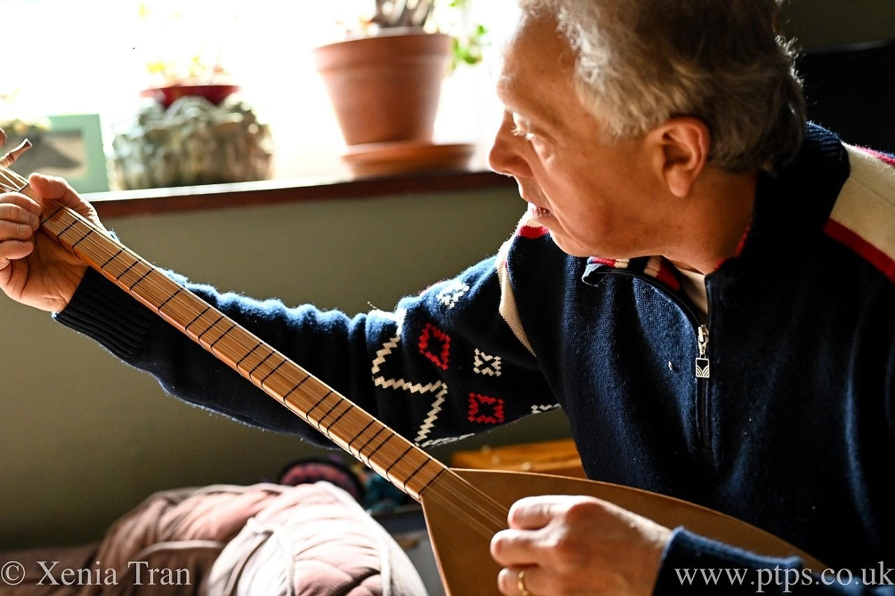 Paul Tran playing the Baglama Saz