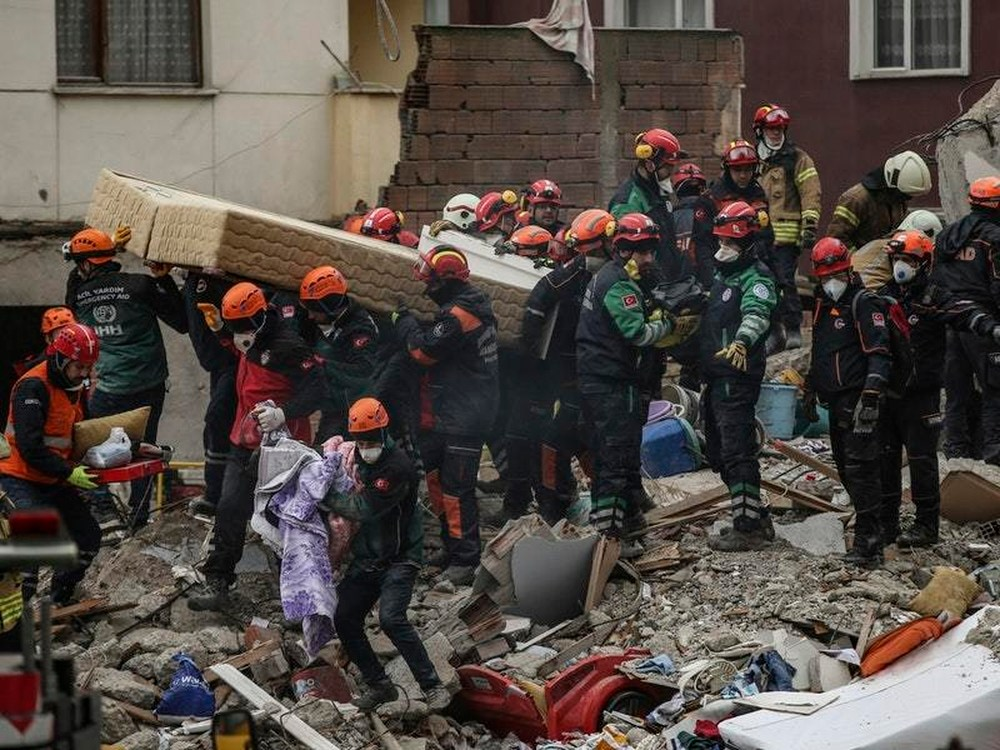 Turkey building collapse: 5 year old girl rescued from wreckage after 19 hours