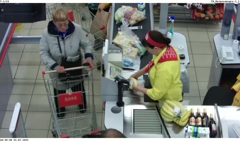 Фото, Видео: Женщина украла кошелек у покупателя в ...