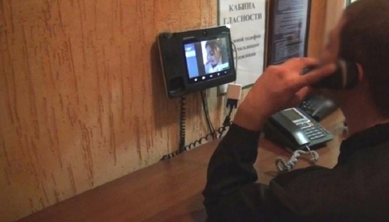 В колониях установят терминалы для видеосвязи заключенных ...