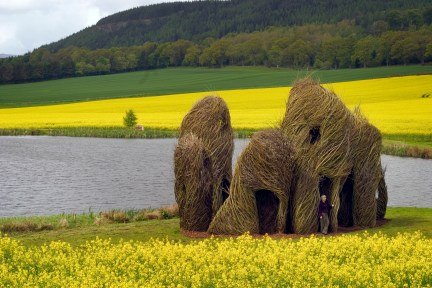 Close Ties (2006) Patrick Dougherty Scottish Basketmakers Circle, Dingwall, Scotland. Photo: Fin Macrae