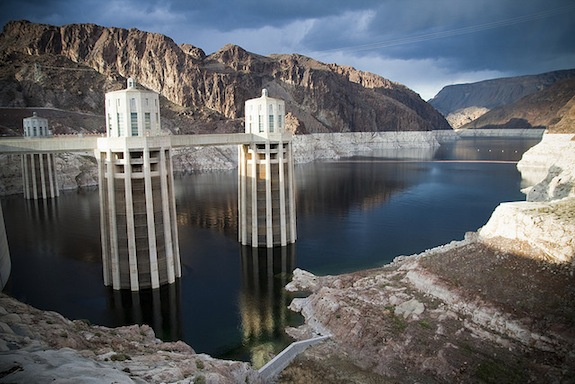 https://i1.wp.com/public.media.smithsonianmag.com/legacy_blog/Hoover-Dam1.jpg