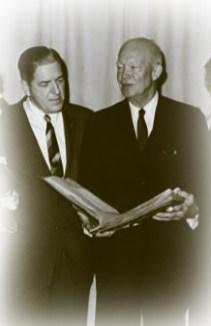 El embajador Farland con el presidete Eisenhower