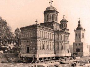 """Mănăstirea """"Mihai Vodă"""" în timpul procesului de translare din 1985 Foto Arhiva personală a inginerului Iordăchescu"""