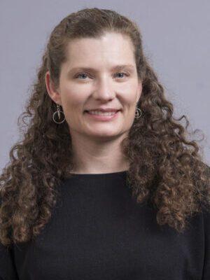 Faculty Headshot for Amy Garlin