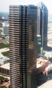 Lincoln Plaza in Dallas, Texas, formerly home to the headquarters of Halliburton © FoUTASportscaster | Wikimedia Commons