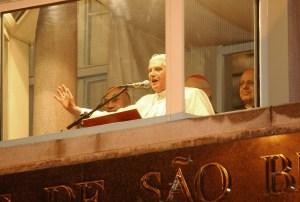 Pope Benedict XVI speaks from the balcony of the Monastery of Saint Benedict in São Paulo © Fabio Pozzebom/Agência Brasil | Wikimedia Commons