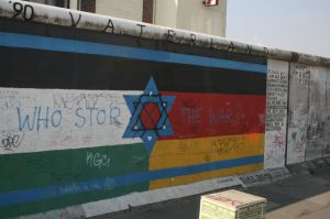 An expanded flag draws connections between Israel, Palestine, and Germany. Art by Guenther Schaefer © d.j. a.   Flickr