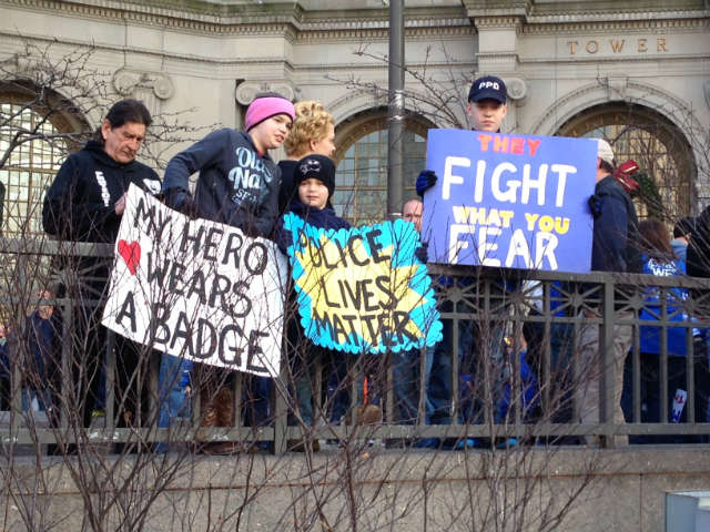 "Several attendees holding signs in support of police at the ""Sea of Blue"" rally in Cleveland, Ohio, Dec. 27, 2014 © WOIO 