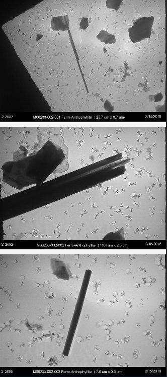 IGŁY W STOGU SIANA: Wiązki (u góry, w środku) i pojedyncze włókno (u dołu), które laboratorium powoda znalazło w opakowaniu zasypki dla niemowląt Baby z 1978 roku z muzeum firmy J&J pokazuje charakterystyczny igłowaty kształt azbestu.