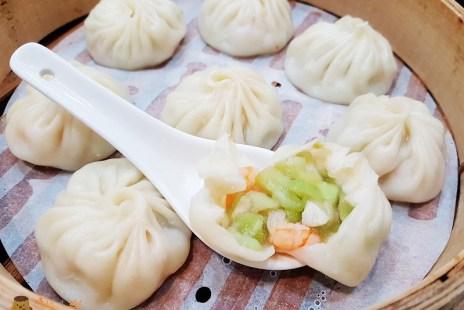 【基隆美食】海科館附近餐廳《玥成上海美味鮮湯包》八斗子小籠湯包/捲餅/鍋餅