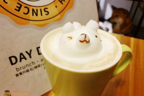 【新竹早午餐】巨城附近寵物友善餐廳《DAY DAY GO》立體拉花好可愛