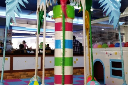 【食記-新竹】中正路大型兒童遊戲室/親子餐廳《寶兒咪兔樂園》寶兒親子堡