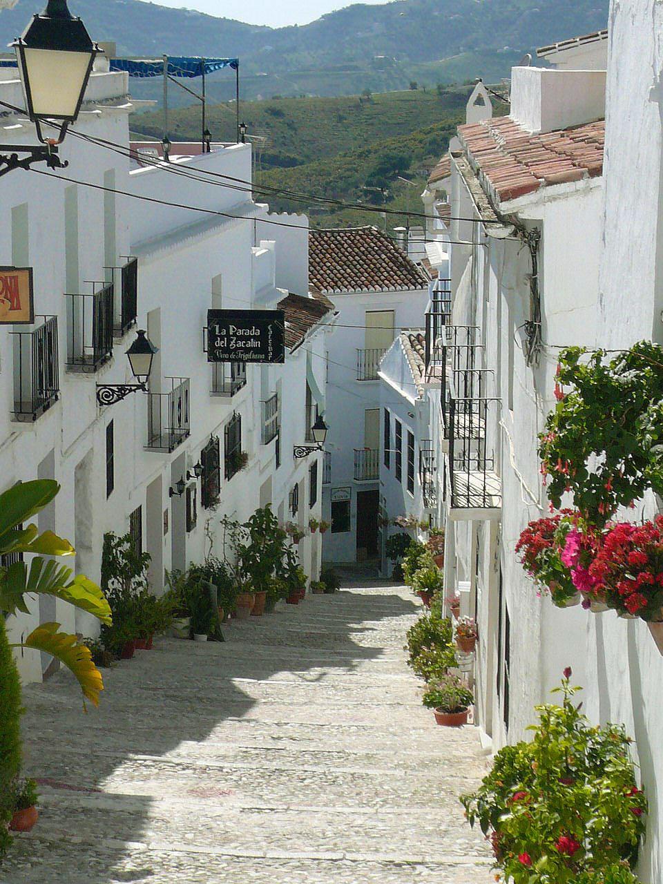 Frigiliana pueblos blancos de m laga pueblos con encanto for Oficina turismo malaga