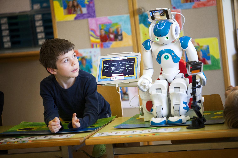 education-robot-blue.jpg