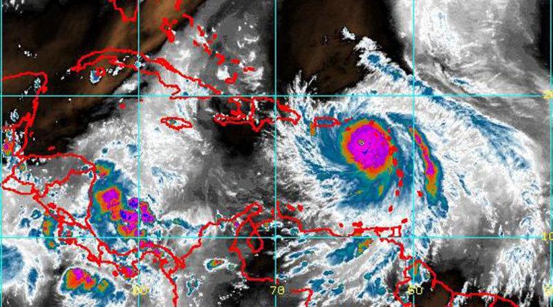 Los vientos del huracán María aumentan a 165 millas por hora