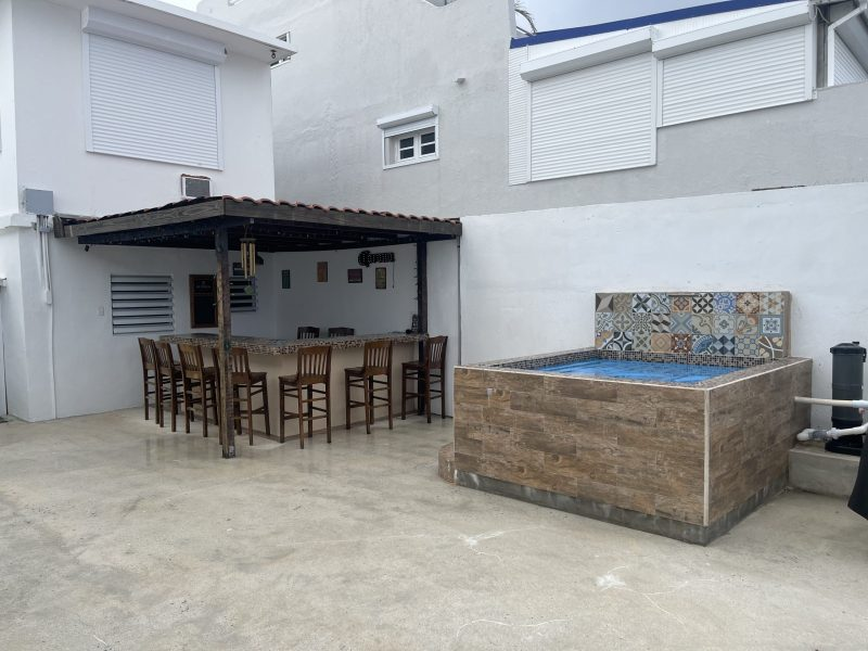 Bar & Jacuzzi