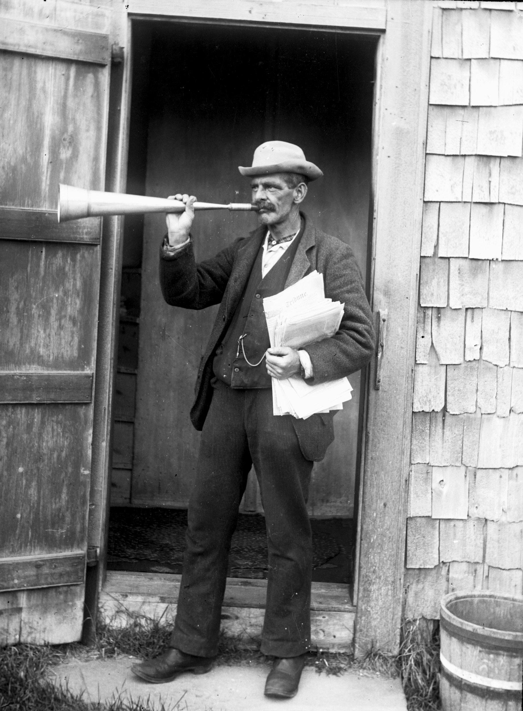 Billy_Clark_town_crier_Nantucket