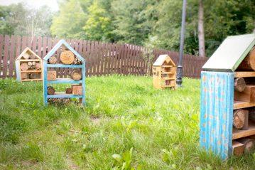Nie dojrzałam podpisu co to, ale wydedukowaliśmy że to są chyba domki dla robaczków. Może mnie ktoś w tym temacie oświeci?