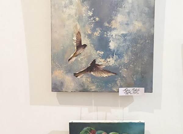 картины на выставке художников