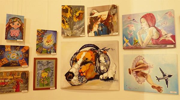 kartiny-xudozhnikov-na-vystavke