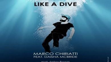 """Photo of MARCO CHIARATTI fuori ora con """"Like a Dive"""" – un brano che racconta la voglia di """"Tuffarsi nella vita"""" dimenticando anche solo per un attimo le paure che ci separano dalle cose più belle."""