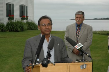 Jayantha Dhanapala at the Pugwash 50th anniversary workshop in Pugwash, Nova Scotia, with Gen. Romeo Dallaire, July 2007