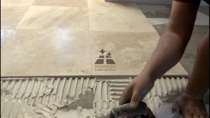 colocación de piso de mármol