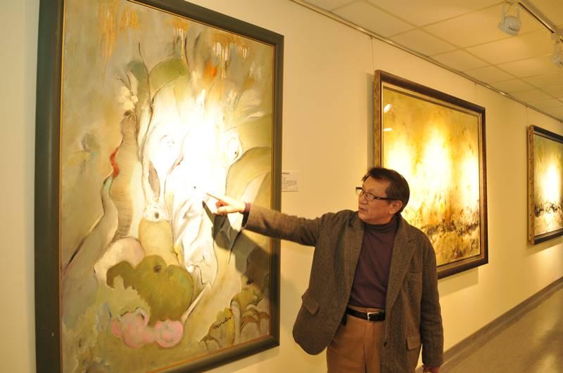 醫師畫家林介山捐畫辦義賣 為長照教學中心募款