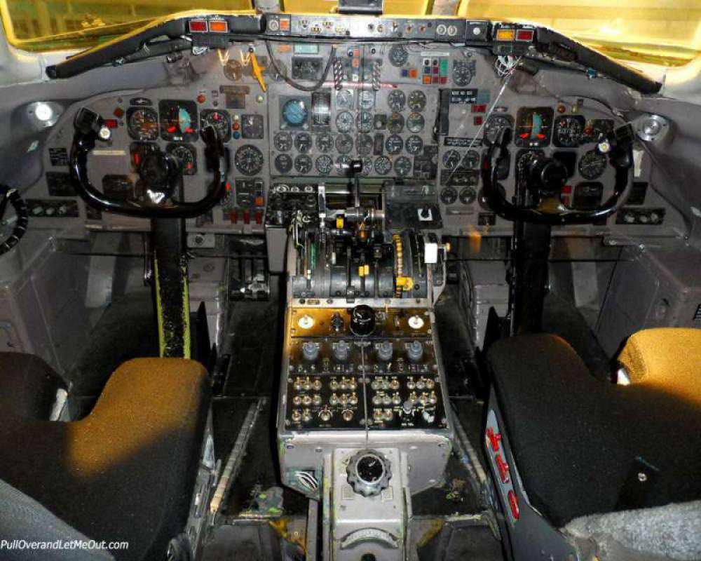 cock-pit-of-DC-9