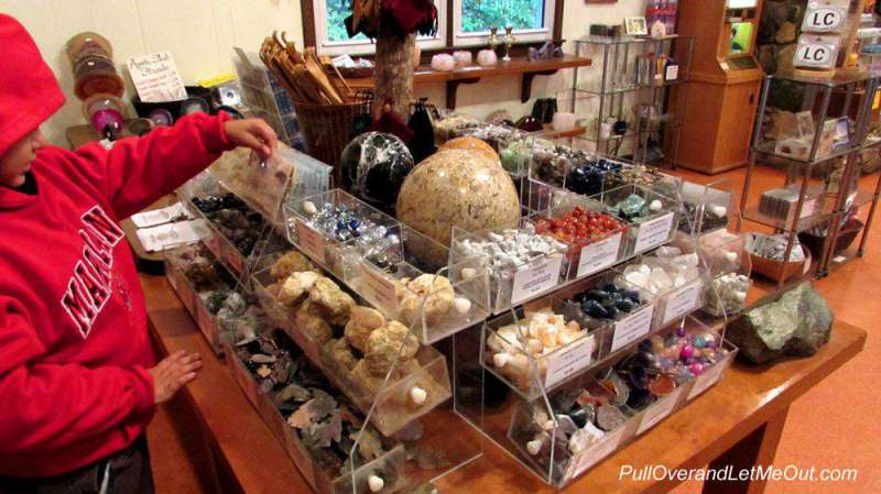 gift-shop-Linville-Caverns