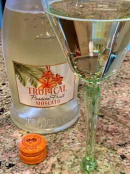 Bosio Tropical Passion Fruit Moscato NV