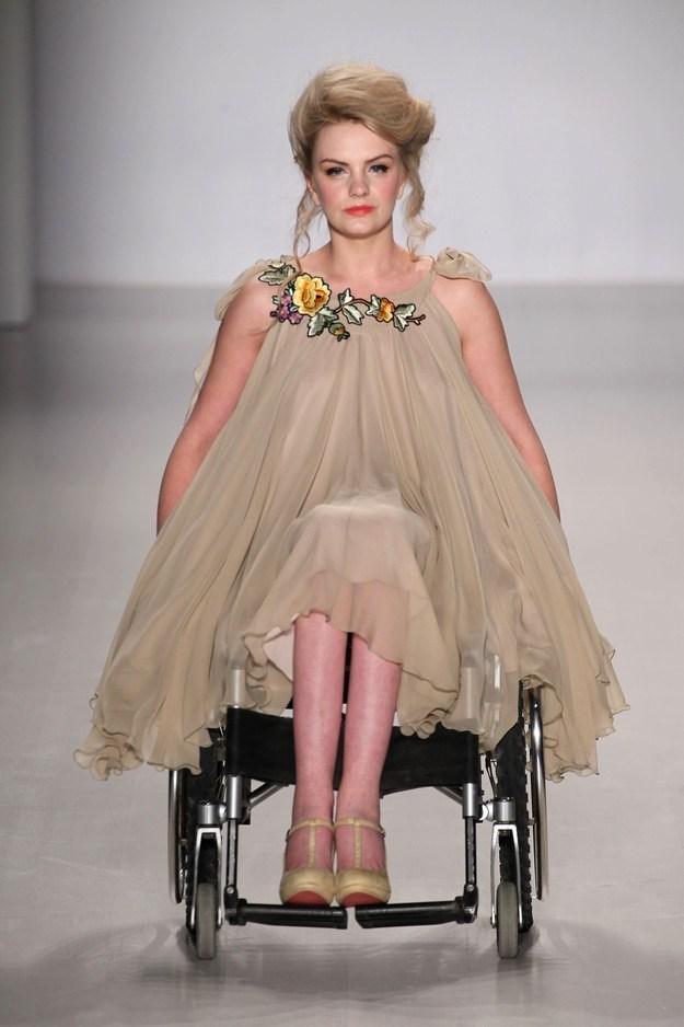 fashion model photos hot: CARA DELEVINGNE - British Model