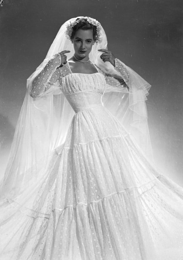 38 Gorgeous Vintage Wedding Dresses From A Different Era