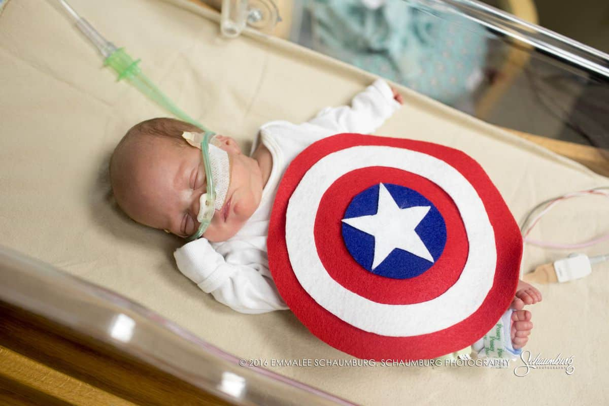 Photographer Helen Ransom who also gave birth to a preemie baby said u201cThese NICU sessions are one of my very favorite ways to volunteer with my ... & Hospital Makes Adorable Superhero Costumes For Preemie Babies ...