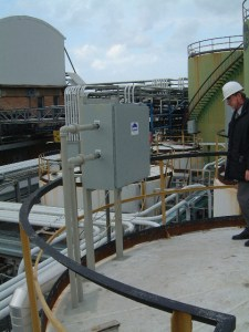pulsair system lubricant mixing system on top of tank