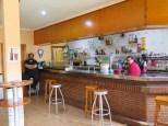 Hyggelig bar i Modúbar de la Cuestra. Behjelpelig med tlf nr til mulige overnattingssteder…