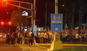 Rector del RUM se une a vigilia en contra de la huelga