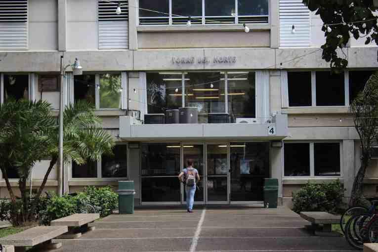 Residencias universitarias extienden período de estadía a residentes