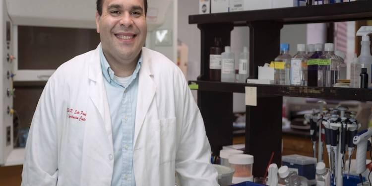 Egresado del RUM obtiene subvenciones para investigaciones de cáncer
