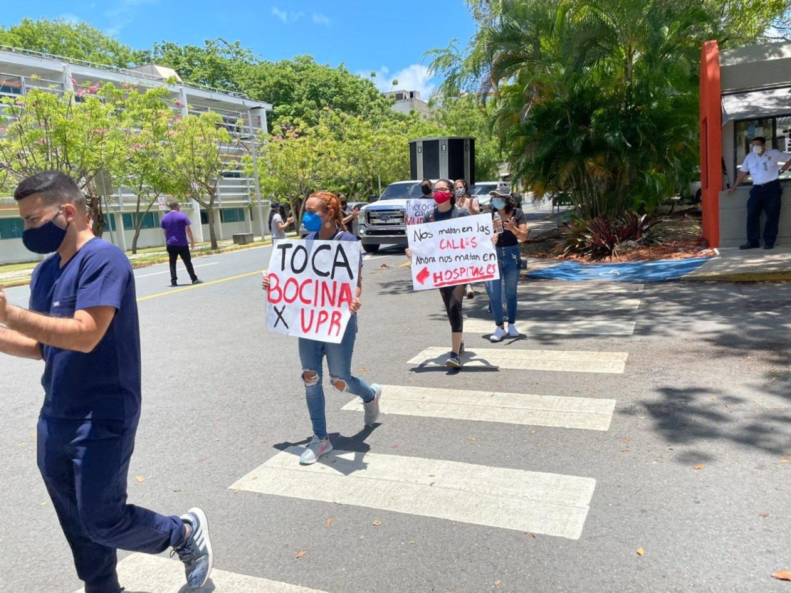 Estudiantes del Recinto de Ciencias Médicas se manifiestan en contra de los recortes a la UPR