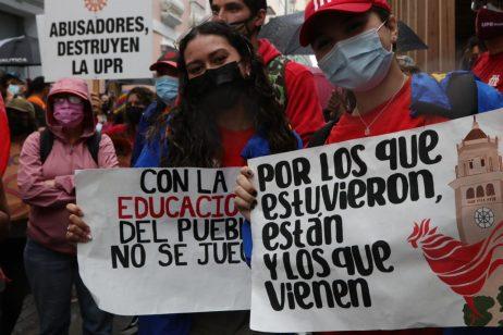 Protestan en contra de los recortes en defensa de una educación pública y accesible