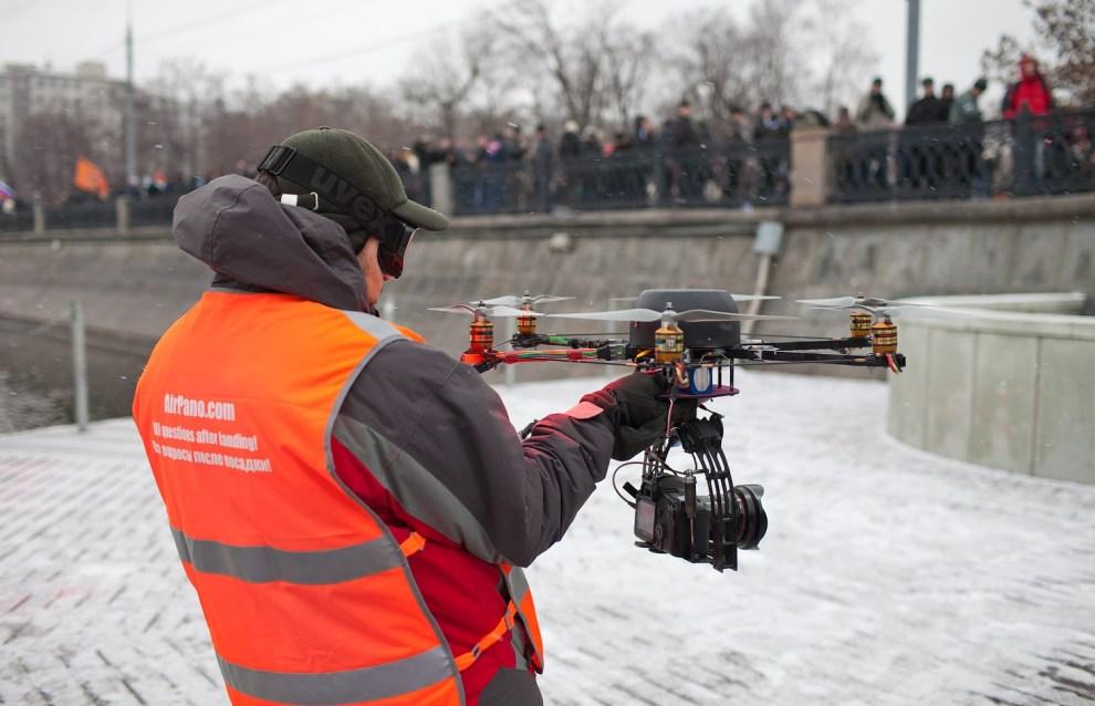 Droide que se usa en el Drone Journalism para capturar videos en tiempo real.
