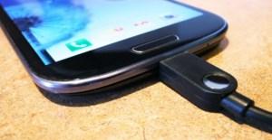 Phone-plugged-in-560x290