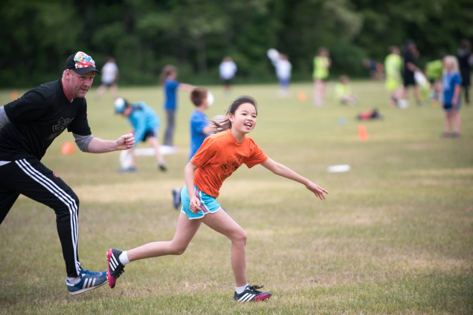 Pul Juniors girl cutting for the disc