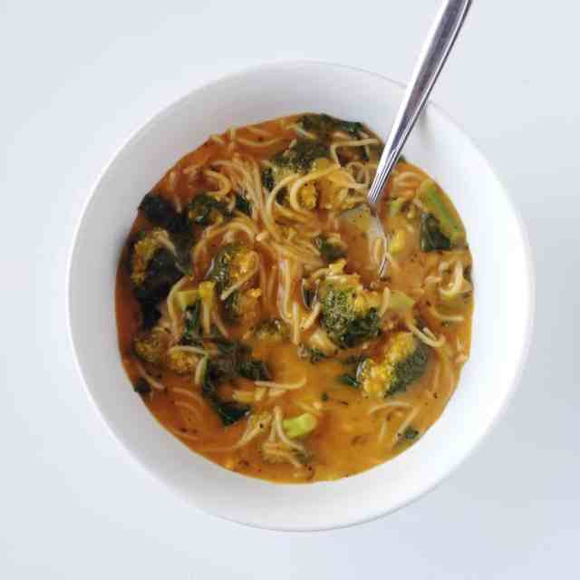 Power Greens Noodle Soup // pumpkin & peanut butter