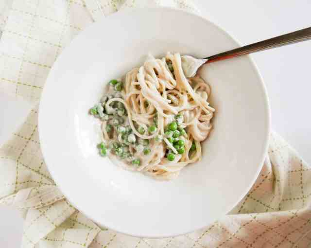 Creamy Garlic Spaghetti with Peas // Delicious Balance